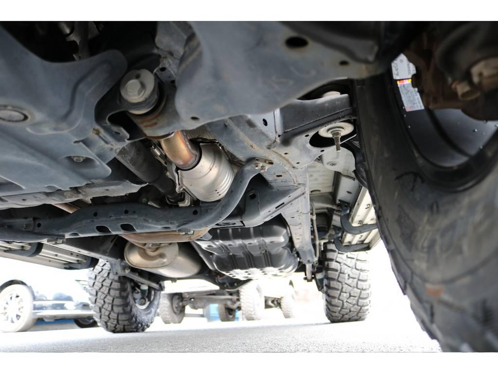 FJクルーザーはパートタイム式4WDに、ラダーフレームとなります!見た目とは裏腹に、本格派の構造がポイント!   トヨタ FJクルーザー 4.0 カラーパッケージ 4WD カラーパッケージ