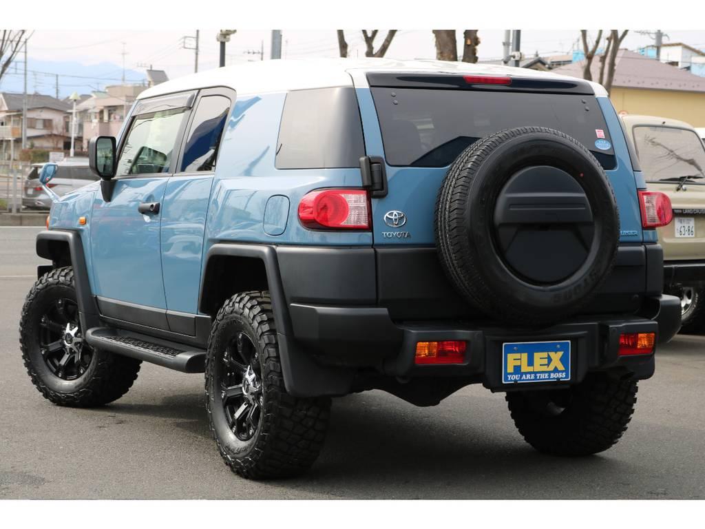 リアハッチガラスの開閉も可能!狭い場所でも荷物を積み込む事が可能です!   トヨタ FJクルーザー 4.0 カラーパッケージ 4WD カラーパッケージ