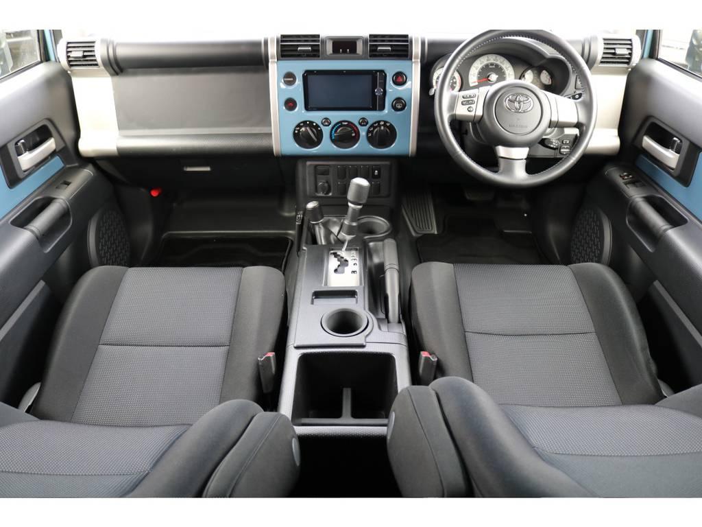 カラーパッケージグレードは、本革巻きステアにシルバー加飾シフト、クルーズコントロール、カラードインパネが標準装備になります!   トヨタ FJクルーザー 4.0 カラーパッケージ 4WD カラーパッケージ