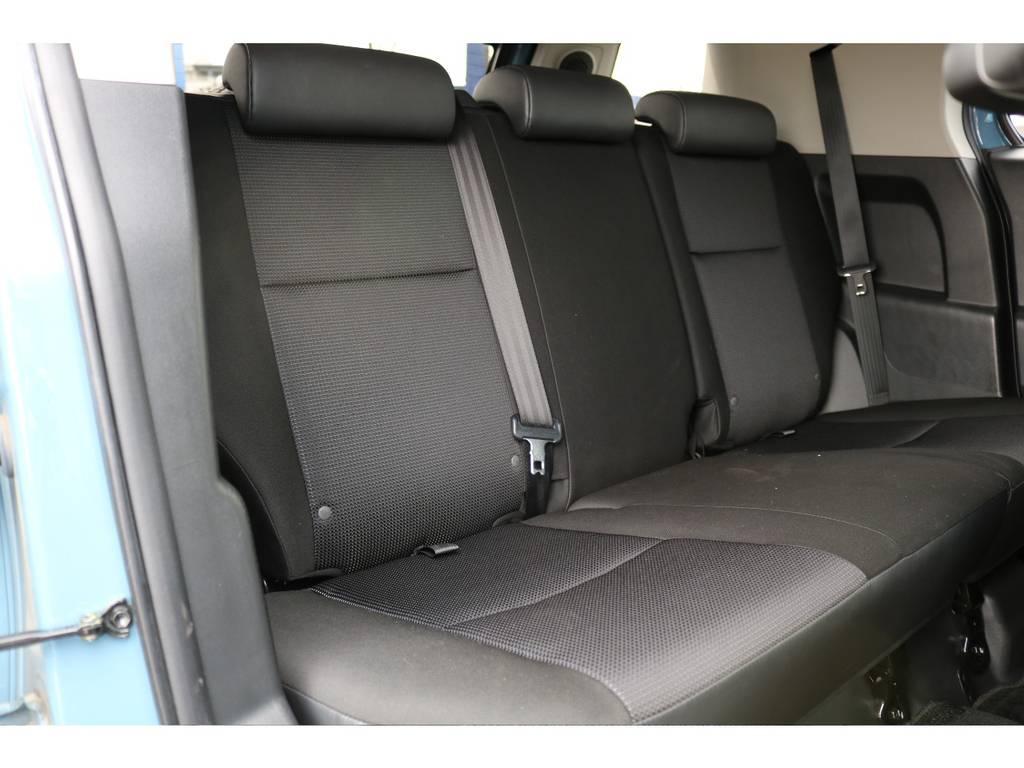セカンドシートもご覧の通り!使用感を感じさせないキレイな状態です!   トヨタ FJクルーザー 4.0 カラーパッケージ 4WD カラーパッケージ