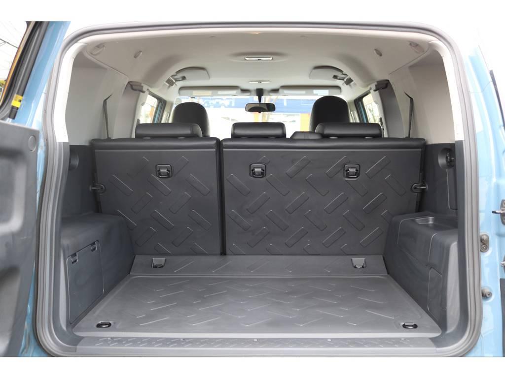 ラゲッジスペースも傷や割れも無く、手荒に使われていない事が伺えます!   トヨタ FJクルーザー 4.0 カラーパッケージ 4WD カラーパッケージ