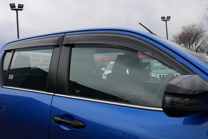 オプションのサイドバイザー装備! | トヨタ ハイラックス 2.4 Z ディーゼルターボ 4WD Z Black Rally Edit