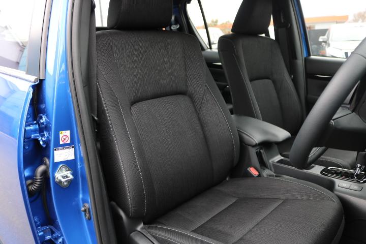 Zグレード専用ファブリックシート!専用デザインが要所で施されております! | トヨタ ハイラックス 2.4 Z ディーゼルターボ 4WD Z Black Rally Edit