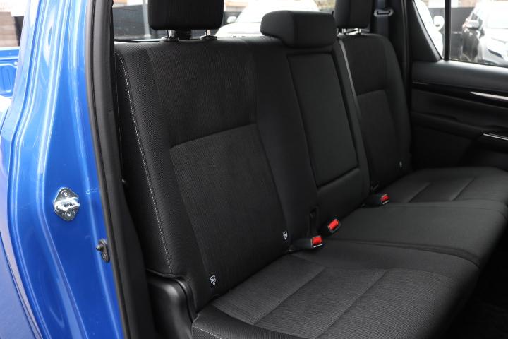 大人でも十分のスペースを確保された、セカンドシート! | トヨタ ハイラックス 2.4 Z ディーゼルターボ 4WD Z Black Rally Edit
