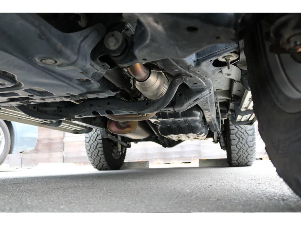 堅牢なラダーフレーム!下回りに劣悪なダメージは見受けられません! | トヨタ FJクルーザー  ベースグレード