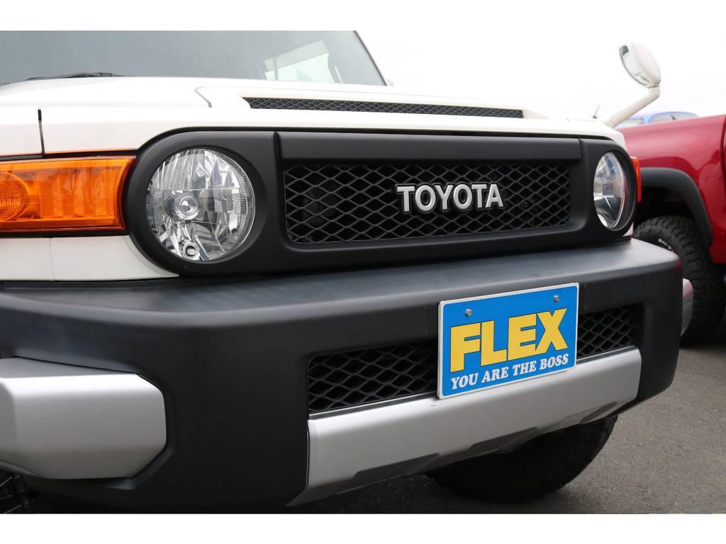 フロントグリルはブラック塗装済になり、より力強い印象になります! | トヨタ FJクルーザー  ベースグレード