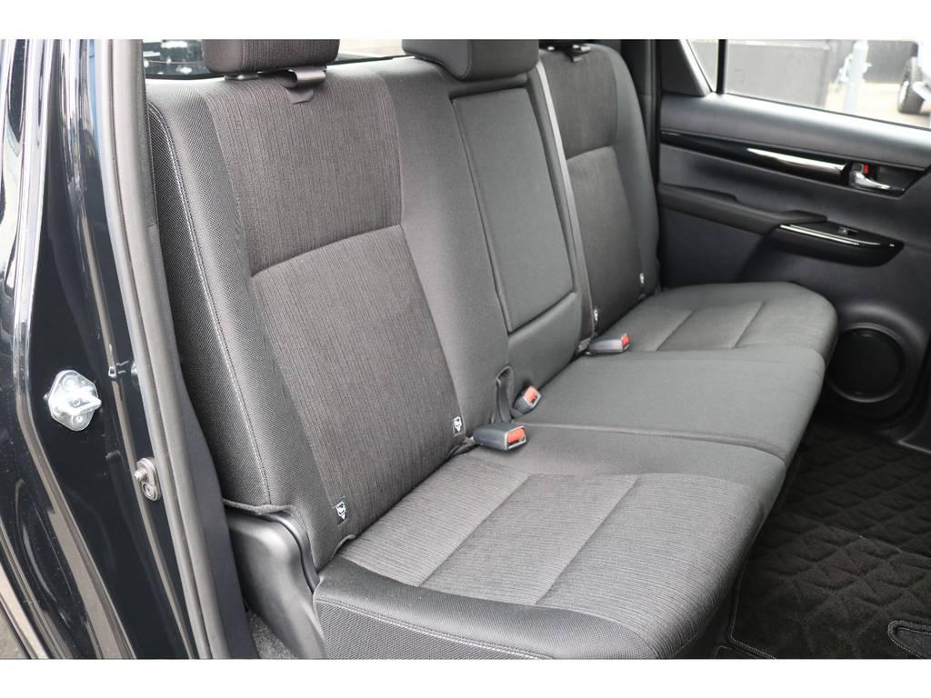 大人でも十分のスペースを確保された、セカンドシート! | トヨタ ハイラックス 2.4 Z ブラック ラリー エディション ディーゼルターボ 4WD