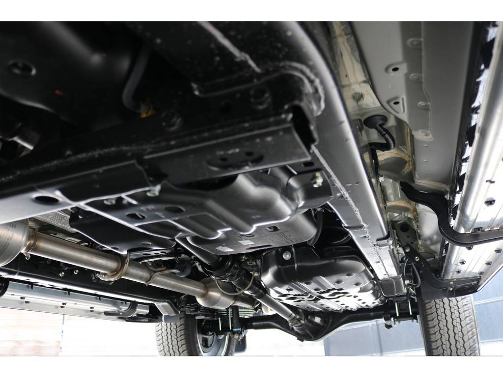 堅牢なラダーフレーム車!パートタイム式4WDに、リアデフロック完備! | トヨタ ハイラックス 2.4 Z ブラック ラリー エディション ディーゼルターボ 4WD