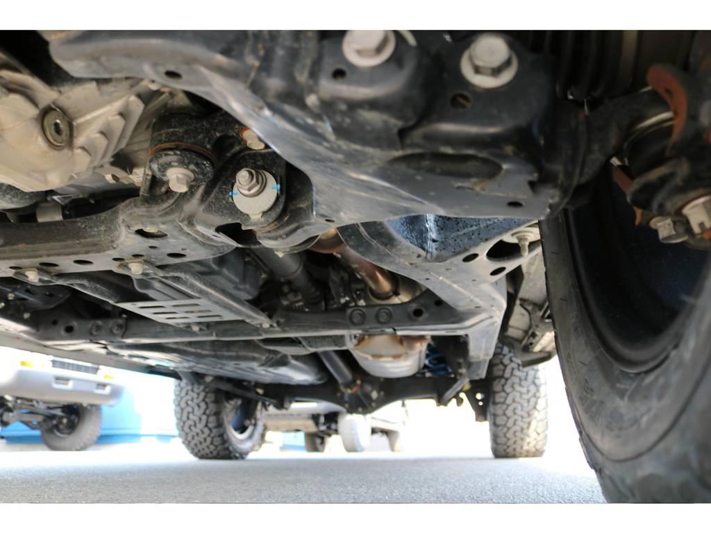 ランクル伝統のラダーフレーム車!耐久性はご存知の通りです!劣悪な錆も見受けられませんよ! | トヨタ ランドクルーザー200 4.6 AX 4WD
