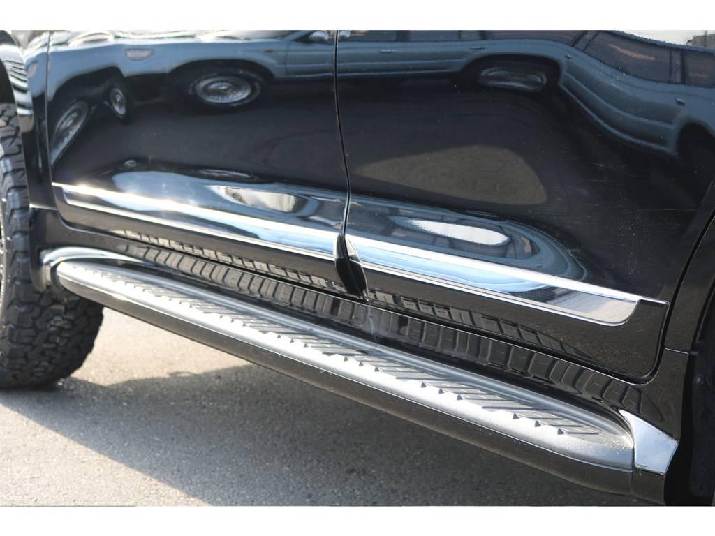 サイドエアロステップ&サイドプロテクトモール!重厚感と高級感の増すアイテムですね! | トヨタ ランドクルーザー200 4.6 AX 4WD