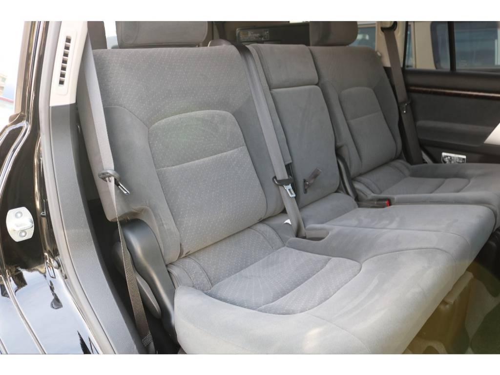 セカンドシートも使用感を感じない状態を維持しております! | トヨタ ランドクルーザー200 4.6 AX 4WD