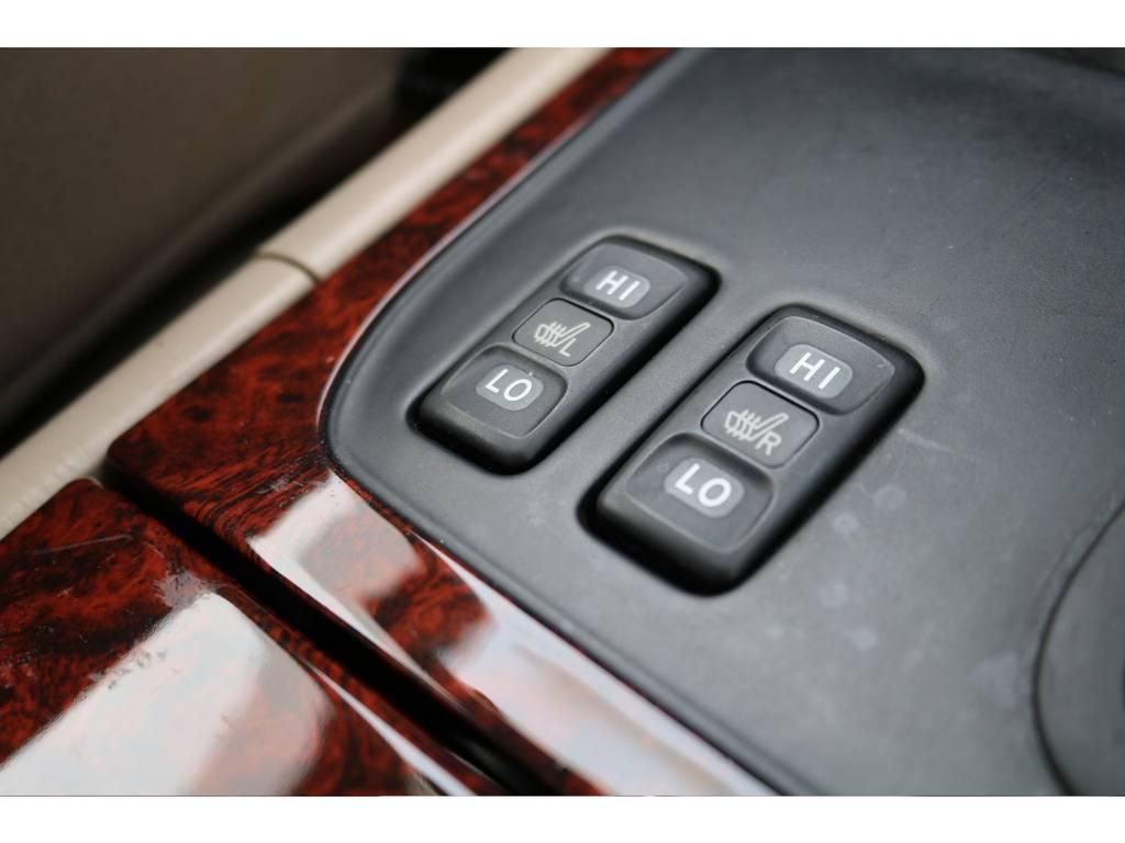 寒い季節の重宝する、シートヒーターも装備しております! | トヨタ ランドクルーザー100 4.7 VXリミテッド 4WD