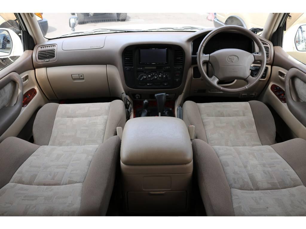 ベージュカラーインテリアで、上品な印象です!希少マルチレスモデル! | トヨタ ランドクルーザー100 4.7 VXリミテッド 4WD