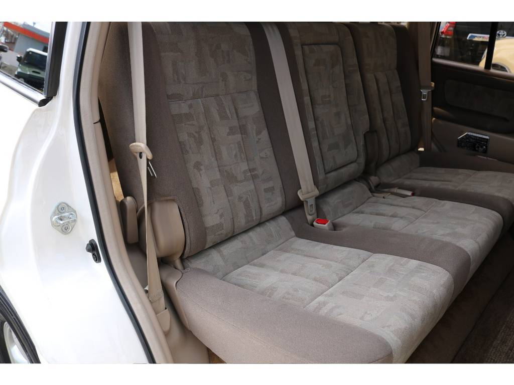 セカンドシートもキレイなまま!気持ち良くお乗り頂けます! | トヨタ ランドクルーザー100 4.7 VXリミテッド 4WD