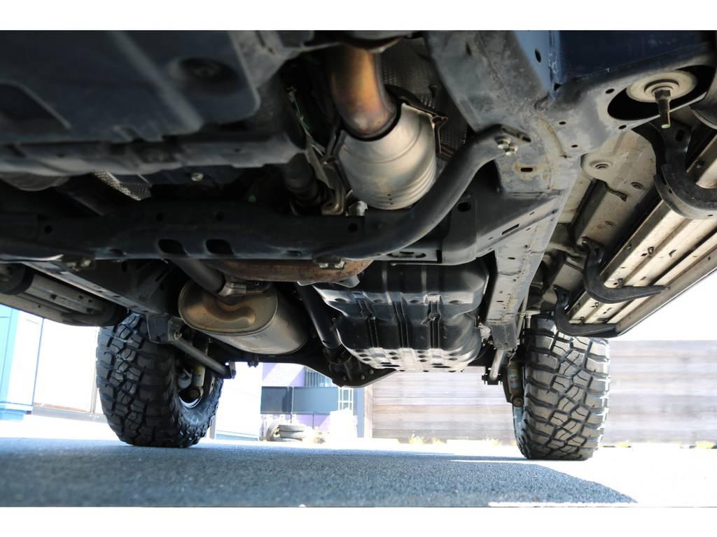 堅牢なラダーフレーム車!下回りの錆等も、劣悪な物はございません! | トヨタ FJクルーザー 4.0 オフロードパッケージ 4WD