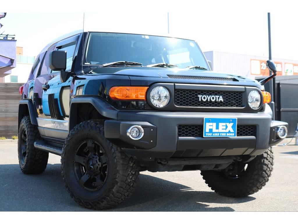 各部トレイル仕様のブラックアウター!全体的に引き締まってカッコ良いスタイルに! | トヨタ FJクルーザー 4.0 オフロードパッケージ 4WD