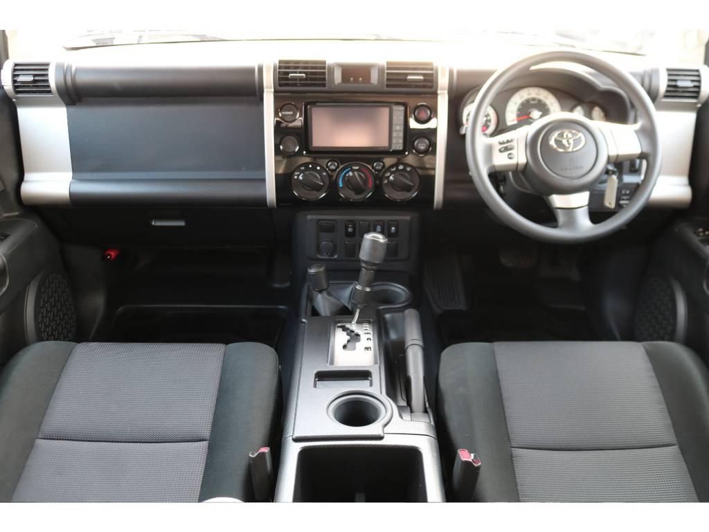 キレイな状態を維持しているインテリア! | トヨタ FJクルーザー 4.0 オフロードパッケージ 4WD