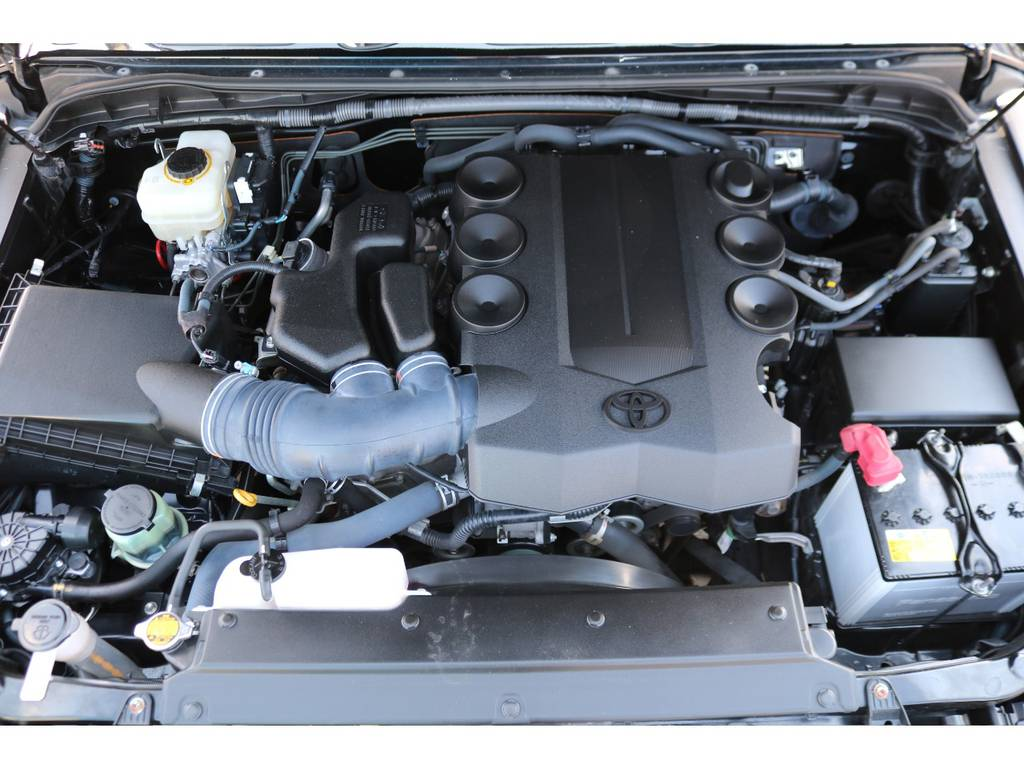 エンジンルームもキレイな状態を維持しております! | トヨタ FJクルーザー 4.0 オフロードパッケージ 4WD