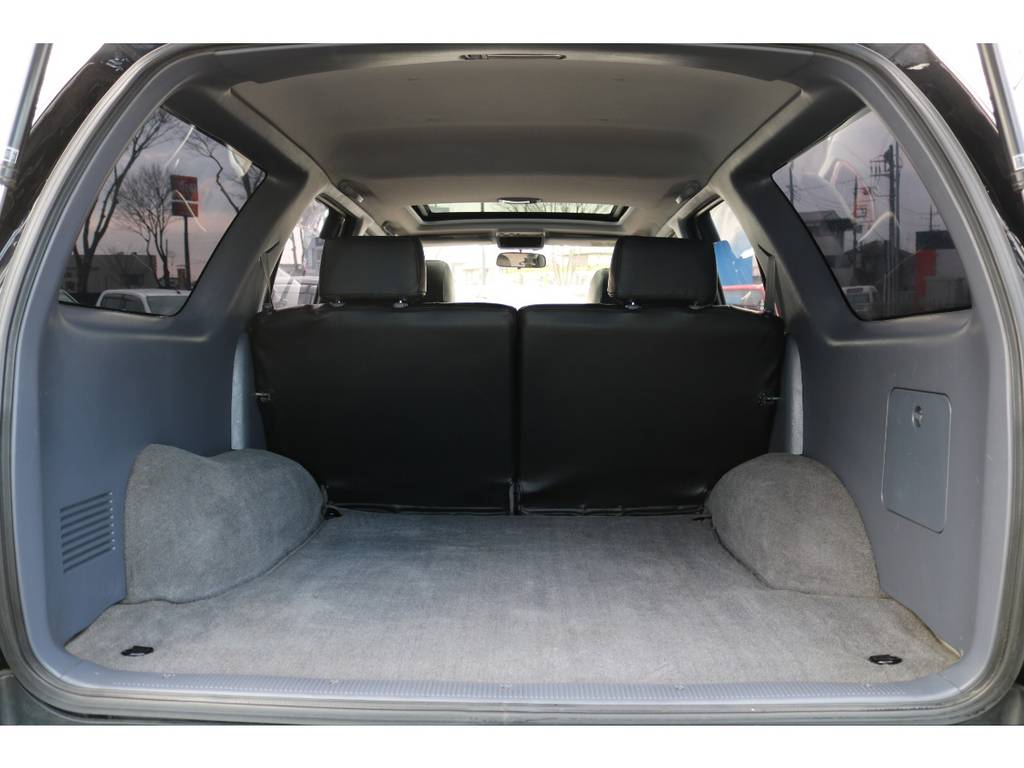 サーフの特徴の一つは、この広大なラゲッジスペース!手荒に使われていない事が伺えます! | トヨタ ハイラックスサーフ 2.7 SSR-V ワイドボディ 4WD