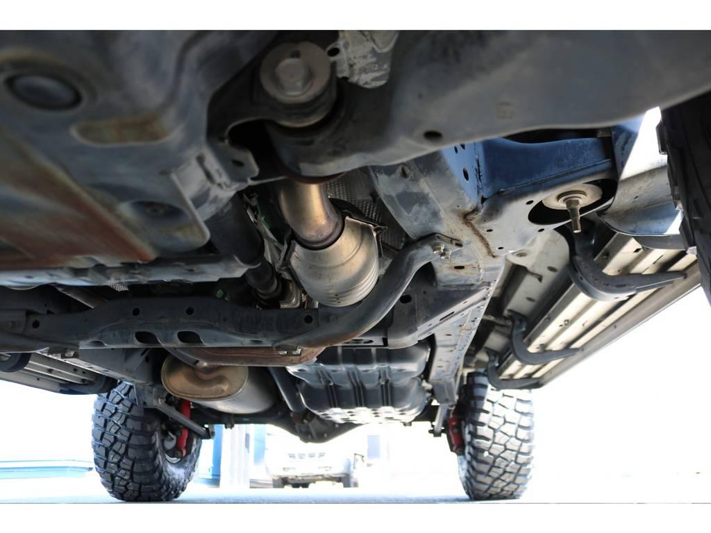 本格4WDの代名詞でもある、ラダーフレーム車!劣悪な錆やダメージは見受けられません! | トヨタ FJクルーザー 4.0 カラーパッケージ 4WD