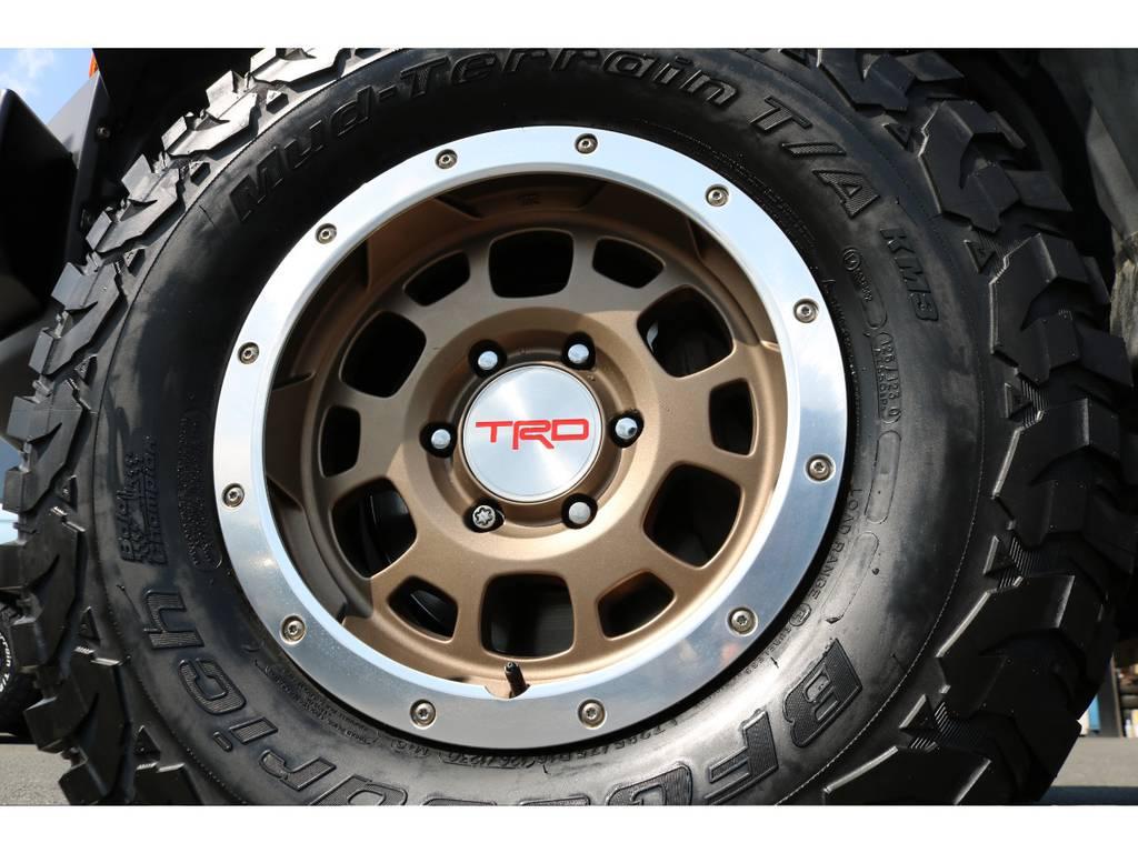 高額で希少なTRD製16インチAW!贅沢にも5本装備で、タイヤは当店で新品インストール! | トヨタ FJクルーザー 4.0 カラーパッケージ 4WD