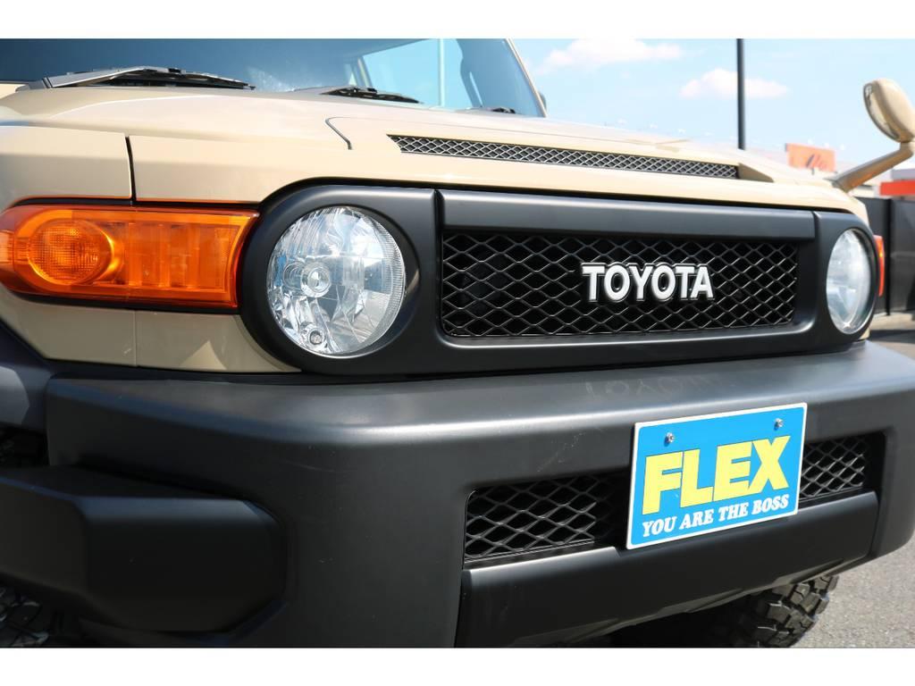 丸目フェイスがランクル40を彷彿とさせるフロントマスク! | トヨタ FJクルーザー 4.0 カラーパッケージ 4WD