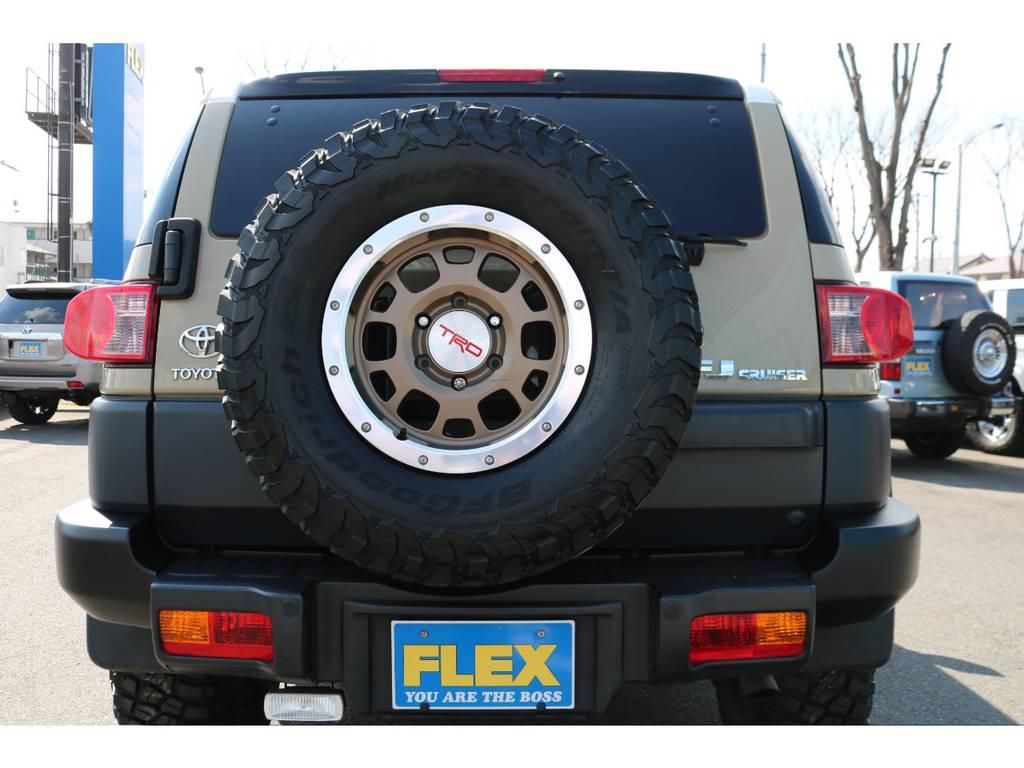 背面タイヤまで交換済みで、全体の統一感がUP! | トヨタ FJクルーザー 4.0 カラーパッケージ 4WD