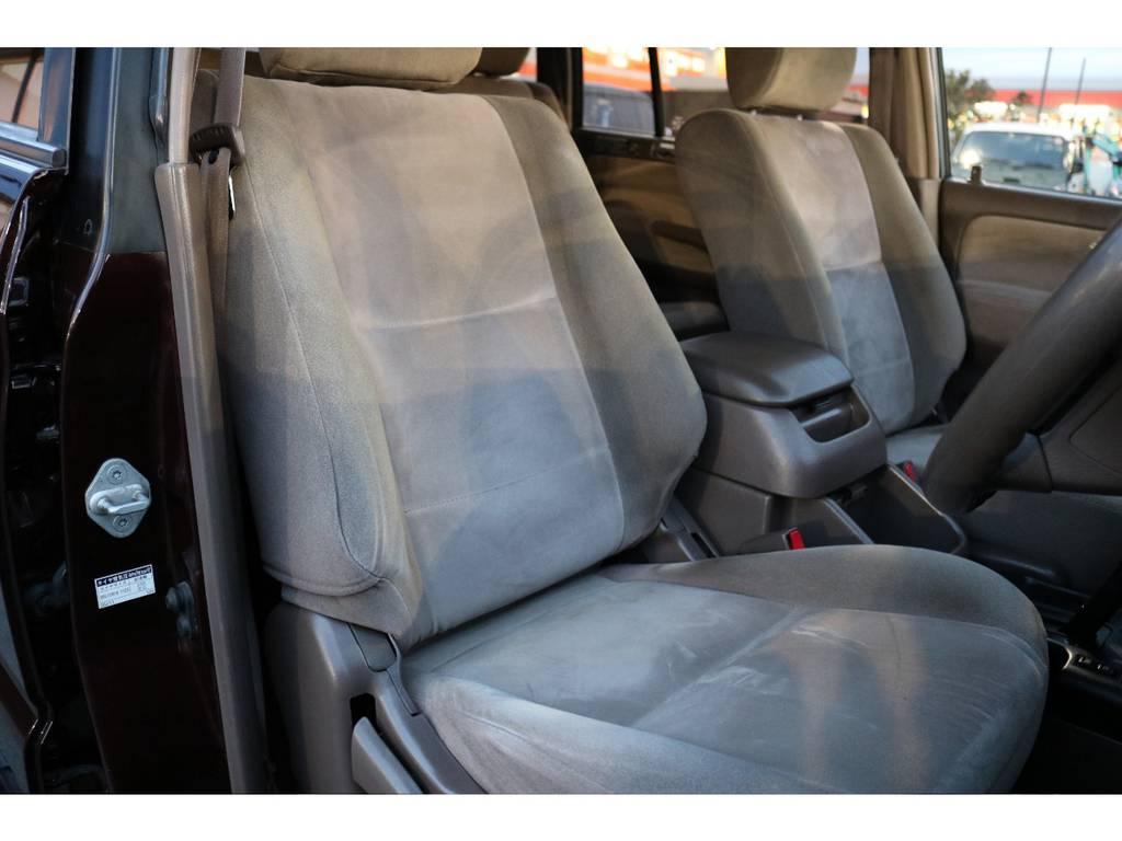 キレイな状態のシートコンディション!若干の使用感はありますが、気になるレベルでは無いと思います! | トヨタ ランドクルーザープラド 2.7 TX リミテッド 4WD