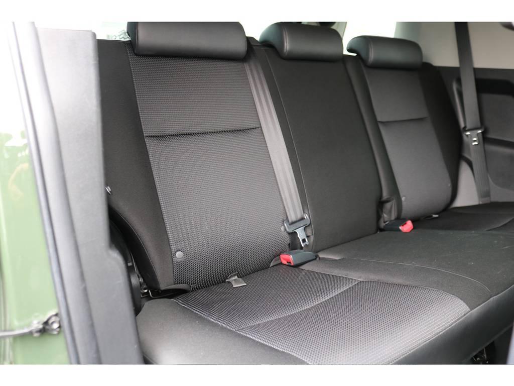 セカンドシートも十分なスペースを確保!!コンディションも良好です! | トヨタ FJクルーザー 4.0 4WD