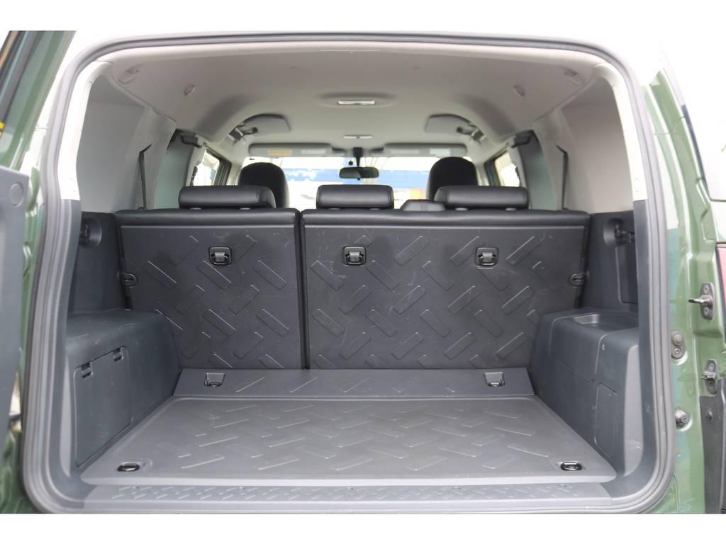 樹脂パーツで出来ているラゲッジスペース、汚れても手入れが簡単です!アウトドアには持って来いですね! | トヨタ FJクルーザー 4.0 4WD