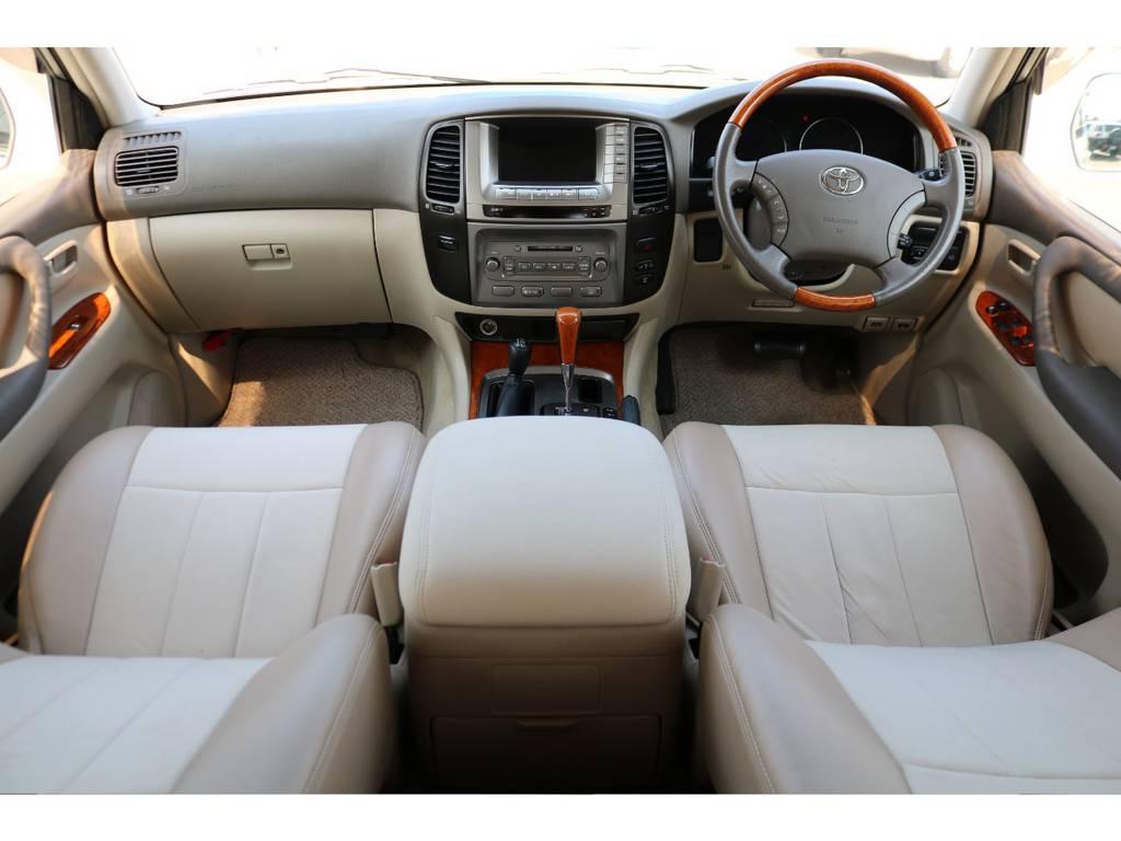 ベージュカラー&専用シートカバーのインテリア!高級感の漂う室内空間! | トヨタ ランドクルーザー100 4.7 VXリミテッド 4WD