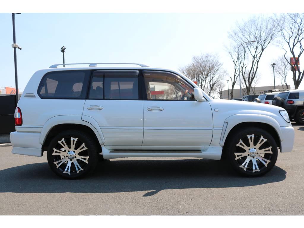 ラグジュアリーな印象とジェントルな佇まいが特徴のスタイル! | トヨタ ランドクルーザー100 4.7 VXリミテッド 4WD
