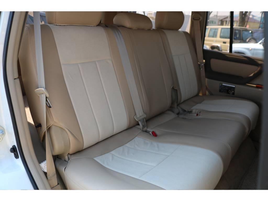 セカンドシートもご覧の通り!キレイな状態を維持しております! | トヨタ ランドクルーザー100 4.7 VXリミテッド 4WD