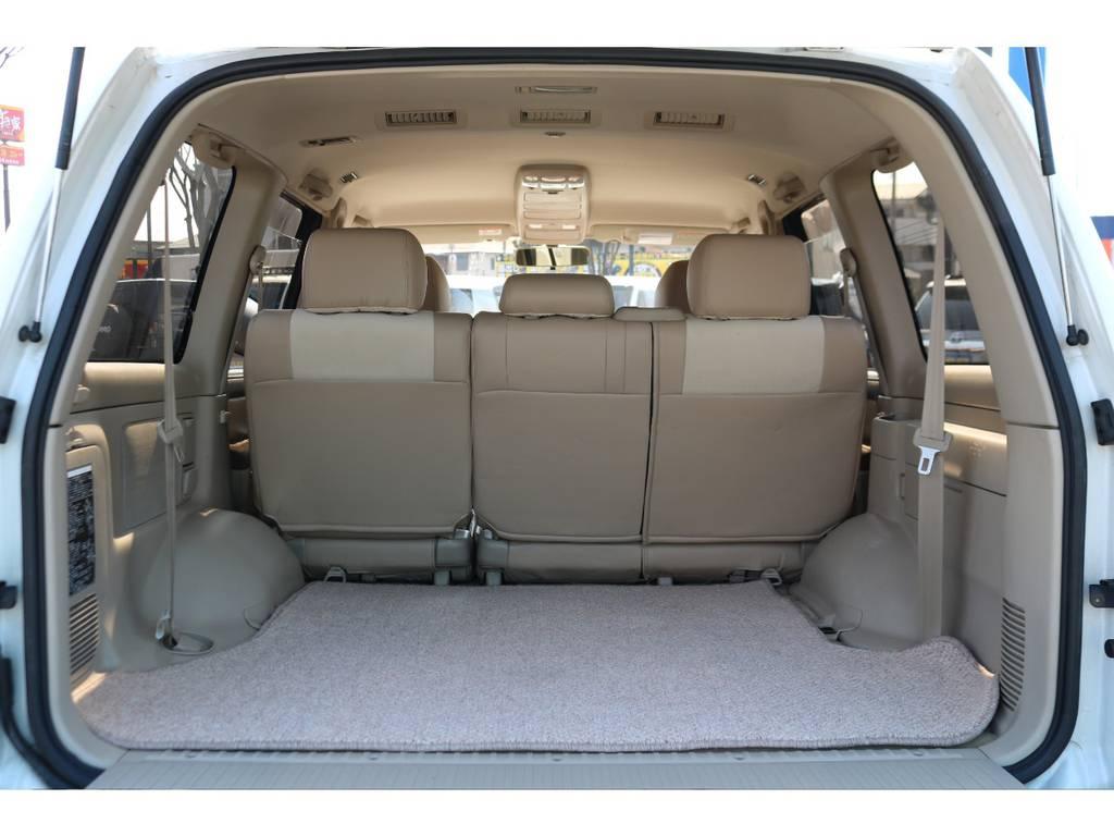 広大なラゲッジスペース!専用ラゲッジマット装備! | トヨタ ランドクルーザー100 4.7 VXリミテッド 4WD