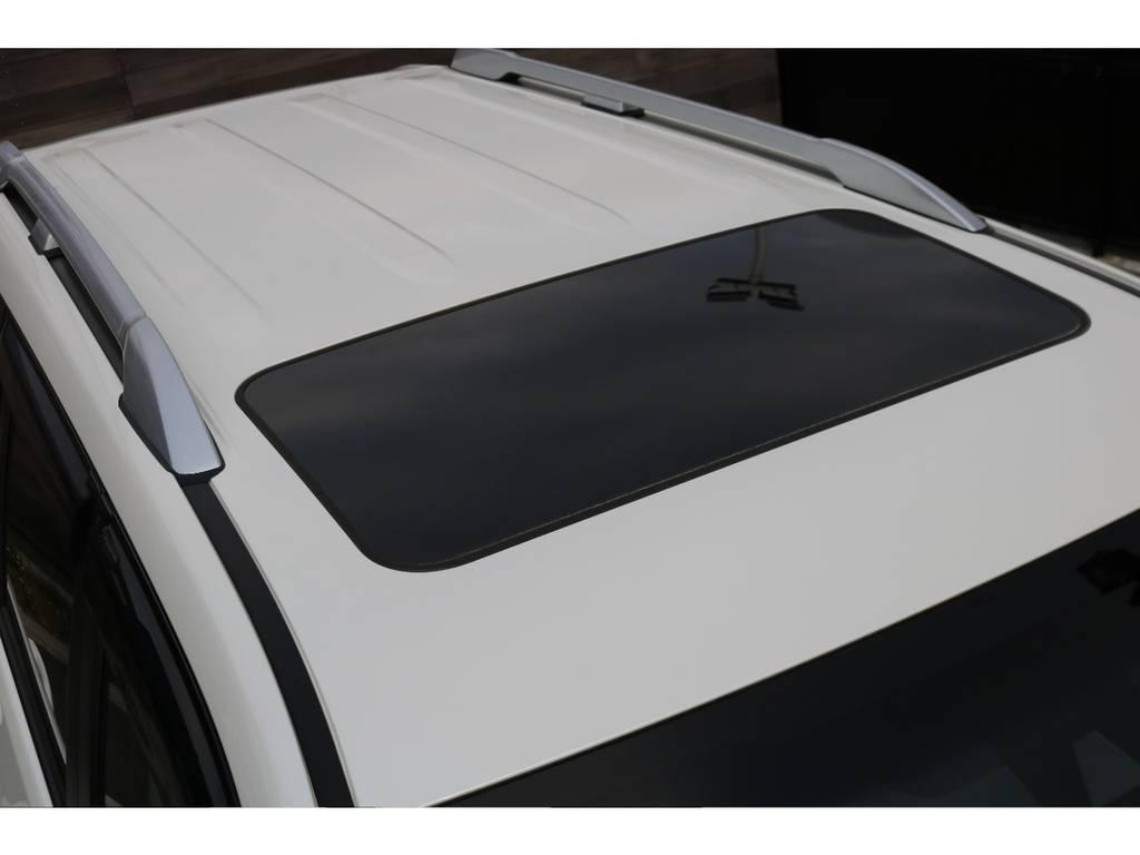 オプションのルーフレールとサンルーフも装備!   トヨタ ランドクルーザープラド 2.8 TX ディーゼルターボ 4WD 7人