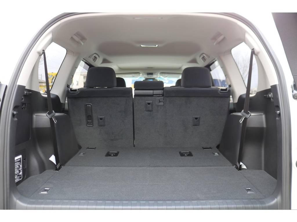 サードシートは床下格納式!収納しておけば広大なラゲッジスペースに!   トヨタ ランドクルーザープラド 2.8 TX ディーゼルターボ 4WD 7人
