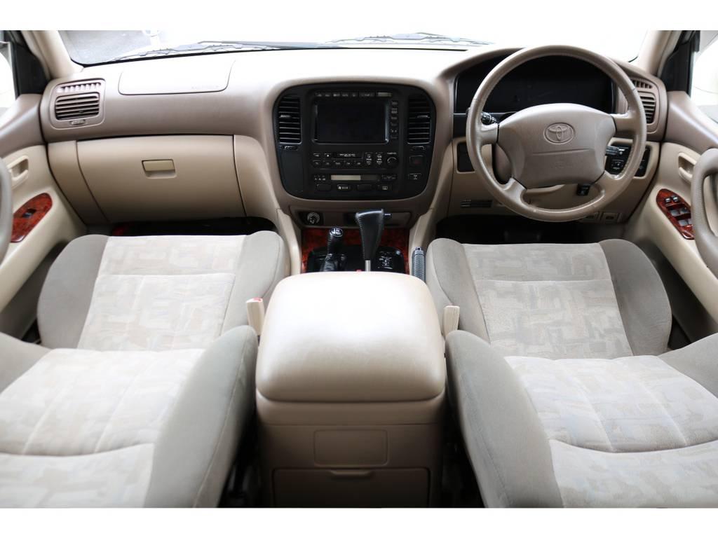 ベージュカラーインテリアで、上品な印象です! | トヨタ ランドクルーザー100 4.7 VXリミテッド Gセレクション 4WD