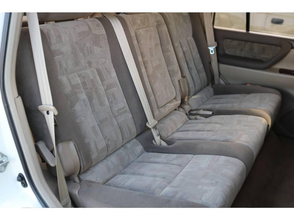 セカンドシートもとても綺麗です! | トヨタ ランドクルーザー100 4.7 VXリミテッド Gセレクション 4WD