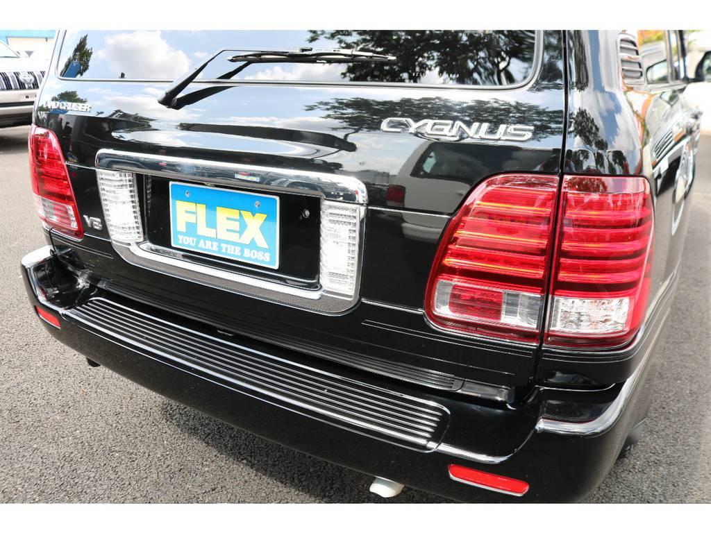 専用リアゲート!デザインもランクル100系とは差別化されており、高級感ある仕様に! | トヨタ ランドクルーザーシグナス 4.7 インテリアセレクション 4WD