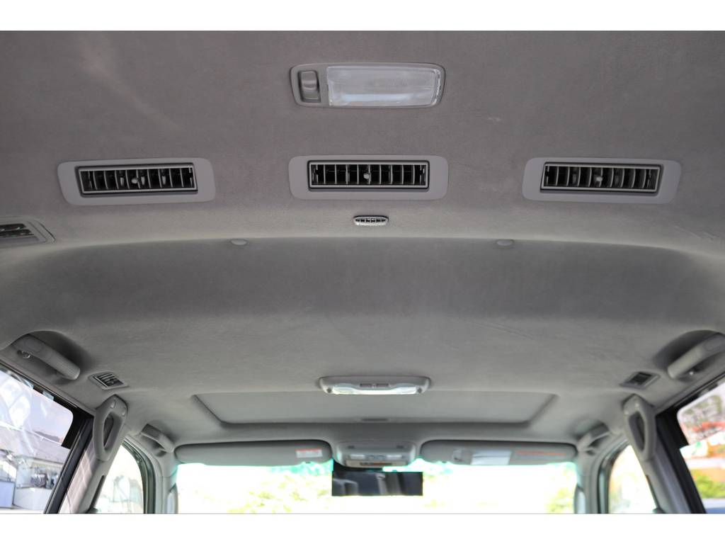シグナス専用の天張り!キレイな状態を維持しておりますよ! | トヨタ ランドクルーザーシグナス 4.7 インテリアセレクション 4WD