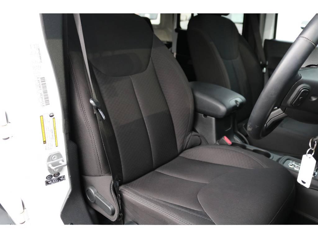 運転席座面もご覧の通り綺麗な状態です!清潔に保たれたインテリア!