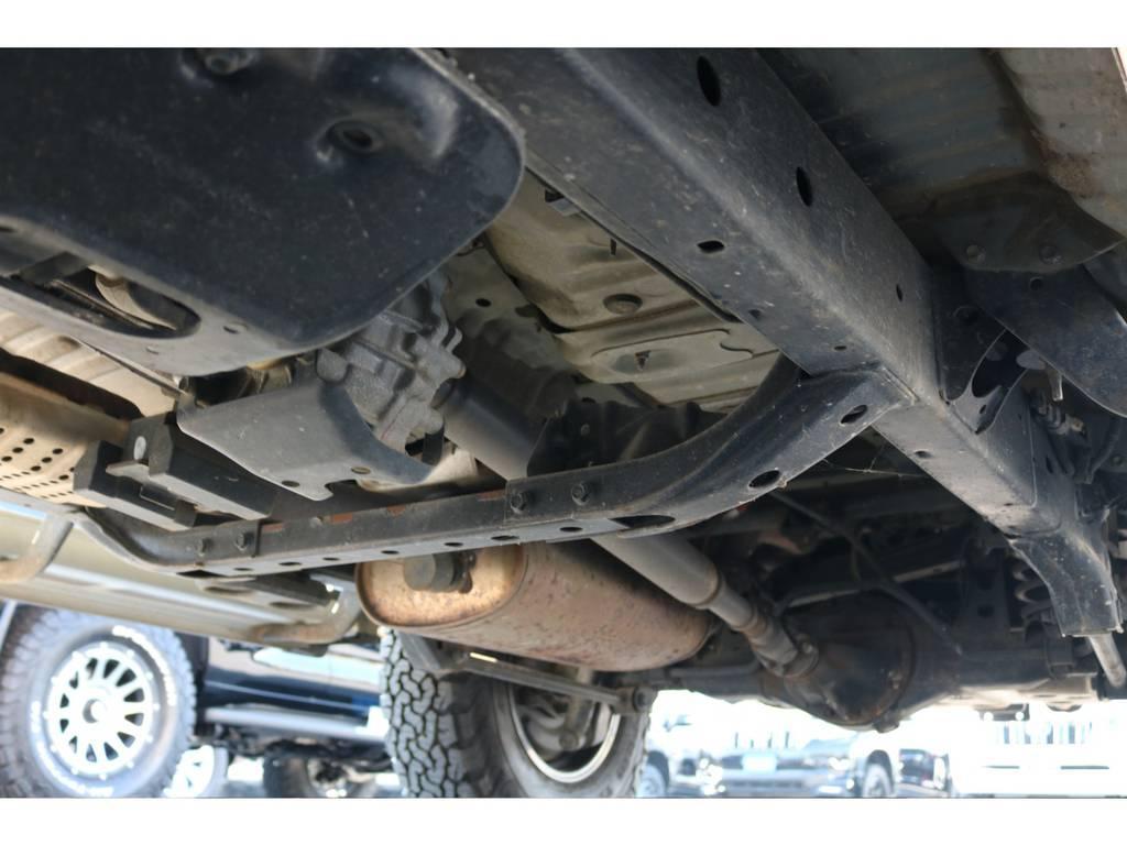 堅牢なラダーフレーム車!劣悪な錆やダメージも見受けられません!