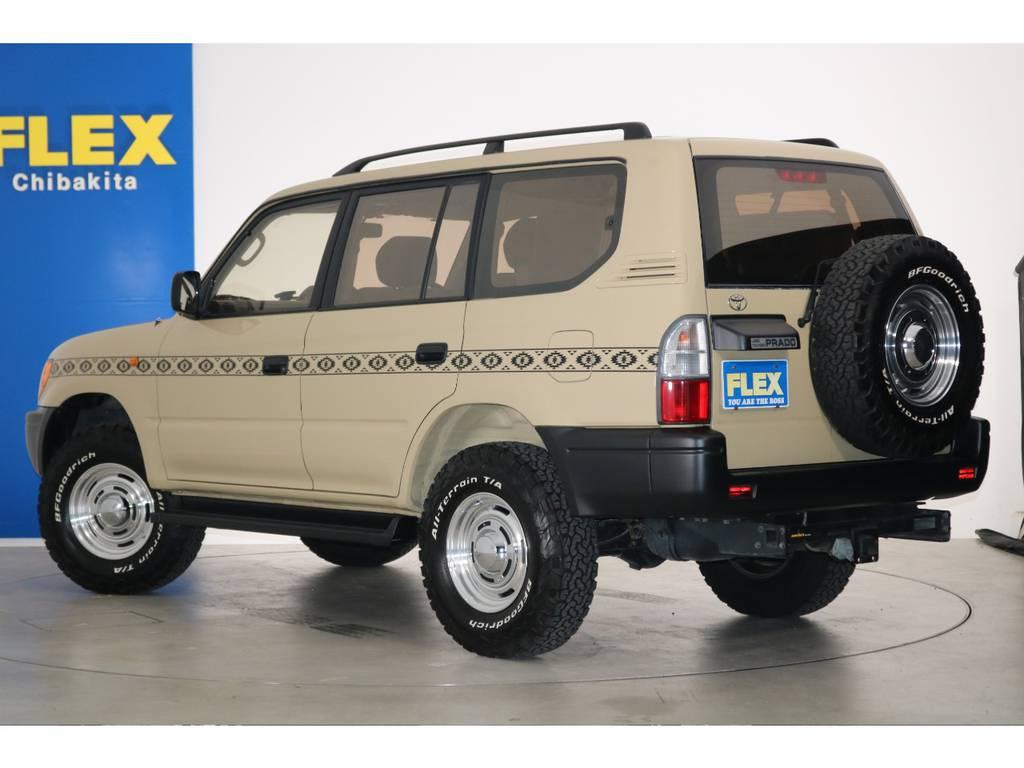 背面タイヤが往年の4WD車として、強調しております!