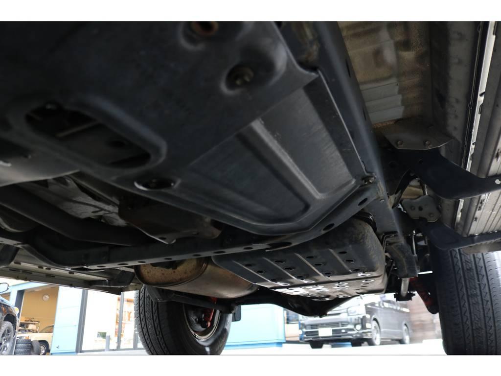 下廻りもご覧の通り綺麗な状態を維持してます! | トヨタ ハイラックスサーフ 2.7 SSR-G 4WD