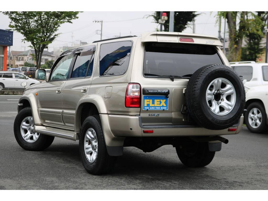 存在感あるリアビュー!背面タイヤがアクセント! | トヨタ ハイラックスサーフ 2.7 SSR-G 4WD