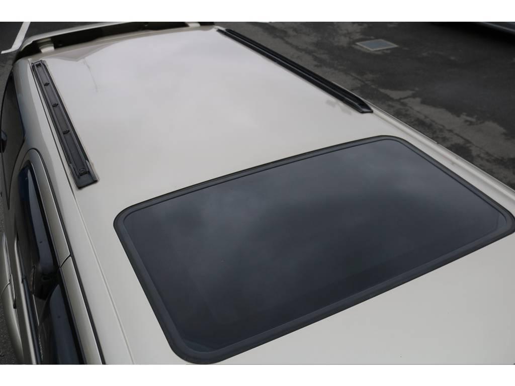 天井もご覧の通り綺麗な状態です!開放的なサンルーフ付きです! | トヨタ ハイラックスサーフ 2.7 SSR-G 4WD