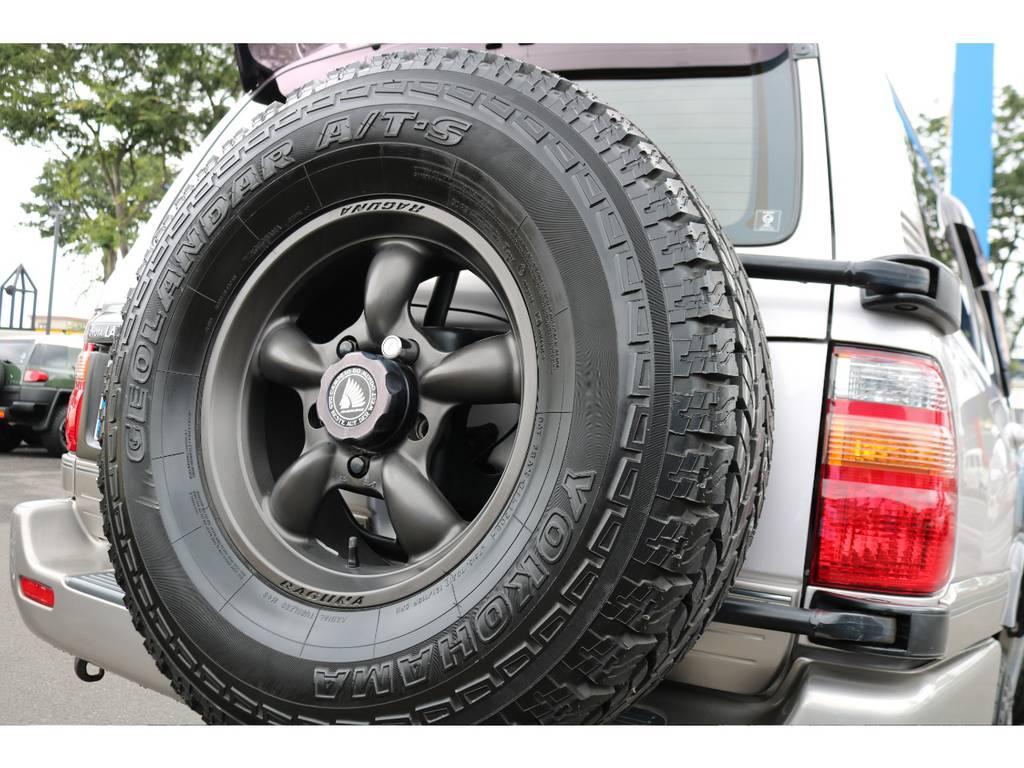 今では背面タイヤを外す事が多くなった中、背面タイヤ付きのお車です!