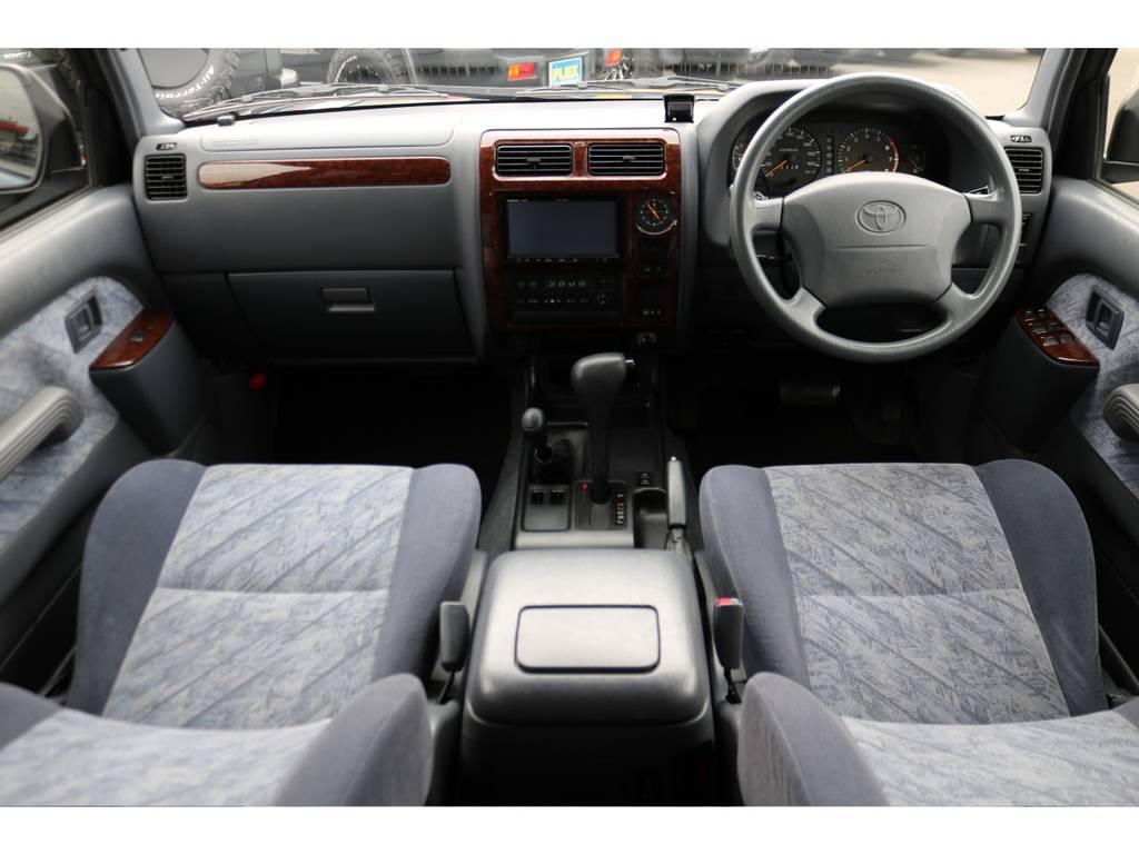 グレー内装の車内はご覧の通り綺麗な状態を維持しております!