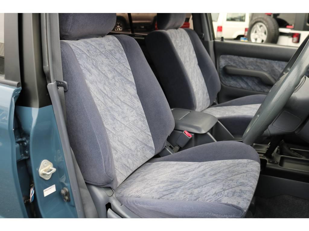 グレー内装の運転席シートもタバコの焦げ跡等なく綺麗な状態です!