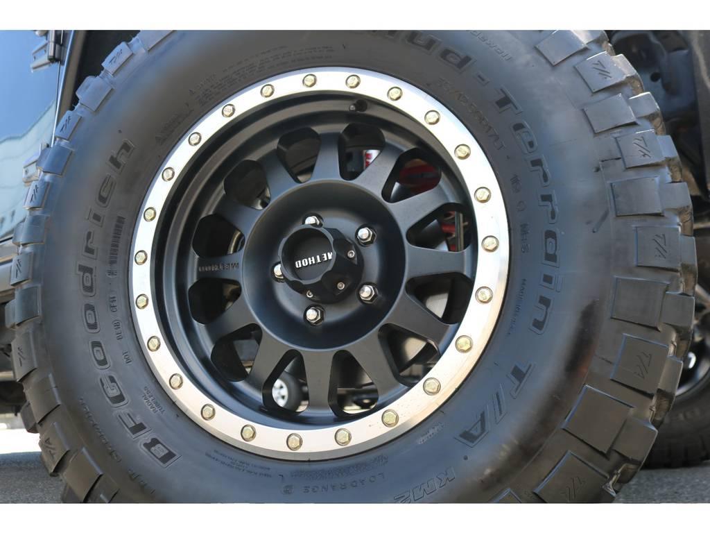 メソッドレーシング17インチAWに、BFグッドリッチ35MTタイヤの足元!ワイルドなイメージがカッコいいです!